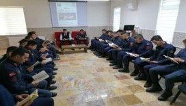 Askerler kitap okuma kampanyasına destek verdi