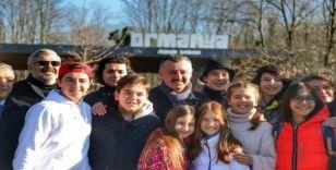 Büyükakın, Gamonya filminin oyuncuları ile Ormanya'yı gezdi