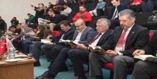 Tribünde kitap okudular