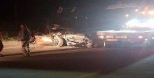 Muğla'da otomobil önündeki kamyona çarptı: 1 ölü 1 yaralı