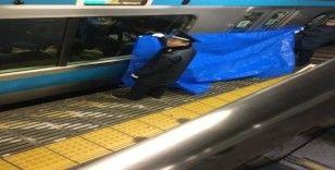 Japonya'da görme engelli yolcu trenin altında kaldı