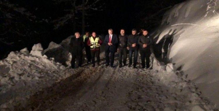 Başkan Babaoğlu'ndan gece çalışan kar timine jest