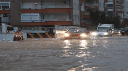 Mersin'de aşırı yağış ölüme neden oldu, bir kişi ise kayıp