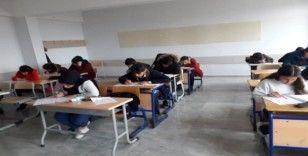 Her hafta deneme sınavı yapıyorlar
