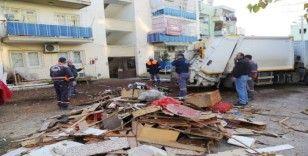 Mersin'de bir evden 10 ton çöp çıktı