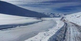 Yeşilöz Deresi dondu, 3 bin rakımlı yayla beyazlar içinde kaldı