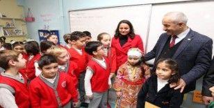 Büyükgöz'den yılbaşı kartı gönderen minik öğrencilere ziyaret