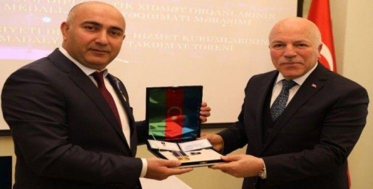 Azerbaycan Cumhurbaşkanı Aliyev'den Sekmen'e onur madalyası