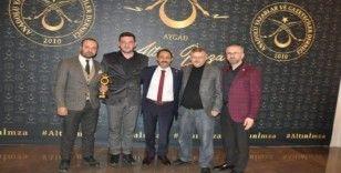 """Başkan Şahin'e """"Şeffaf Belediyecilik"""" kategorisinde ödül"""