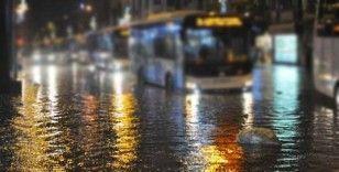 Umman'da sel nedeniyle hayat durdu