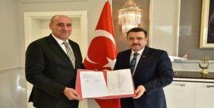 Mehmet Akif Ersoy Kapalı Yüzme Havuzu Ortahisar'a devredildi!