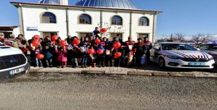 """Elazığ'da jandarmadan """"Sizden Biriyiz"""" projesi"""