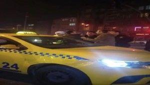 Polise kimliğini göstermeyen taksici emniyet kemeriyle direndi