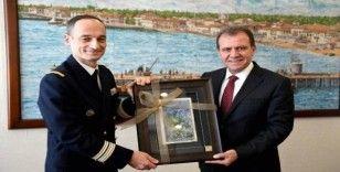 Mersin Limanına demir atan Fransız savaş gemisinin komutanından Seçer'e ziyaret