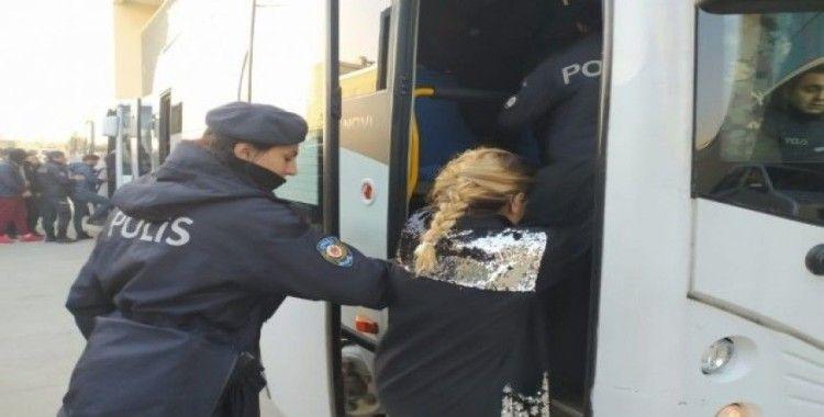 700 polisle şafak operasyonunda kapılar koç başlarıyla kırıldı