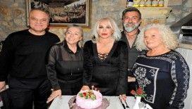 Sanatçı Semiha Yankı, yaş gününü Çeşme'de kutladı