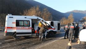 Yollar buz tuttu, kazalar beraberinde geldi: 13 yaralı