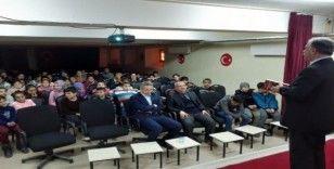 Gazeteci Çelik, öğrencilere gazetecilik mesleğini anlattı