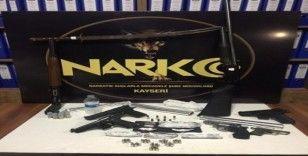 Kayseri'de uyuşturucu tacirlerine şafak operasyonu: 8 gözaltı