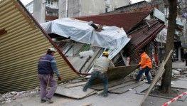 Sakarya'da bina çöktü, işçiler bina altında kalkmaktan son anda kurtuldu