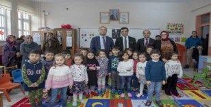 Başkan Vekili Aslan öğrencilerin karne sevincine ortak oldu