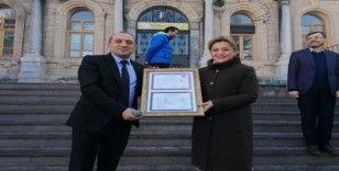 Milletvekili Ceyda Çetin Erenler'e diploma sürprizi