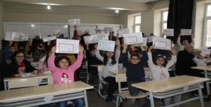 Elazığ da 125 bin öğrencinin karne heyecanı