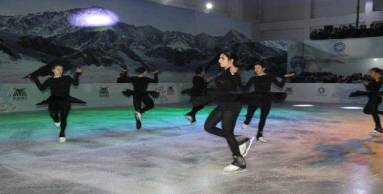 Mardin'de çocuklar için buz pisti kuruldu