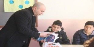 Ezine'de öğrencilere karne hediyesi