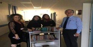 Hastanede seyyar kitaplık uygulaması hayata geçti