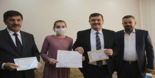 Evde aldığı eğitim ile onur belgesi aldı