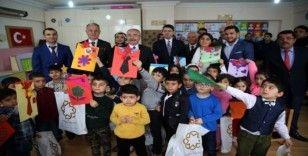 Vali Yaman, öğrencilerin karne heyecanına ortak oldu
