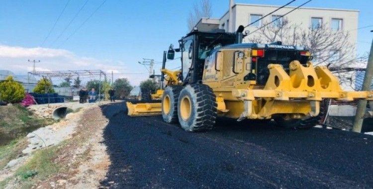 Yeşilköy'de sıcak asfalt çalışması başladı