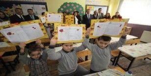 23 bin 782 öğrenci Edremit'te karne aldı
