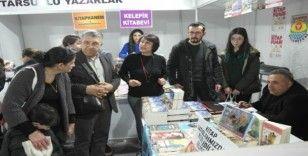 Tarsuslu yazar Üresin, kitabını sokak hayvanları için bağışladı