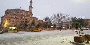 Sungurlu güne karla uyandı