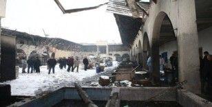 Ekmek tekneleri yanan esnafa Başkan Eroğlu'ndan destek sözü