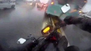 İstanbul'da motosikletlilerin ölümden döndüğü kazalar kamerada