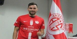 Antalyaspor'da Sinan Gümüş resmi sözleşmeyi imzaladı
