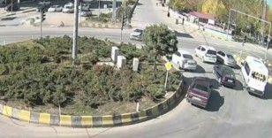 Van ve Muş'ta meydana gelen trafik kazaları mobese kameralarına takıldı