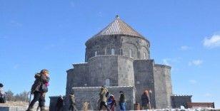 Kars'a yerli ve yabancı turistlerden yoğun ilgi