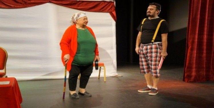 Marmaris'te çocuklara tiyatro hediyesi