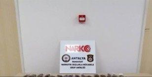 Antalya'da iki ayrı evde uyuşturucu baskını