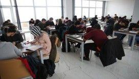 Öğrenciler tatilini gençlik merkezinde geçiriyor