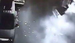 El yapımı patlayıcı ile saldırı anları kamerada