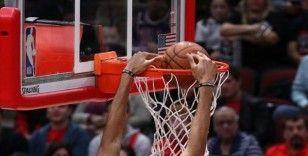 Zion Williamson'dan NBA'deki ilk karşılaşmasında 22 sayı