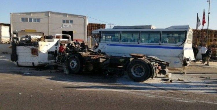 İşçi servisi kaza yaptı: 10 yaralı