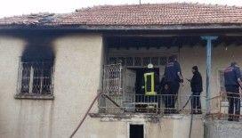 Müstakil evde çıkan yangında eşyalar kullanılamaz hale geldi