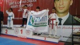 İzmit Belediyesporlu karateciler Sakarya'dan 12 madalyayla döndü