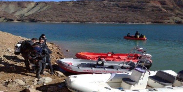 Denizlili dalgıçlar Tunceli'deki kayıp üniversiteli genç kızı aradı